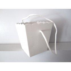 Vase en carton avec cordelière